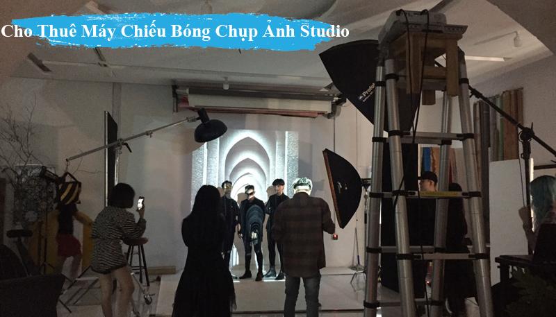 Cho Thue May Chieu Bong chup anh trong Studio o hcm