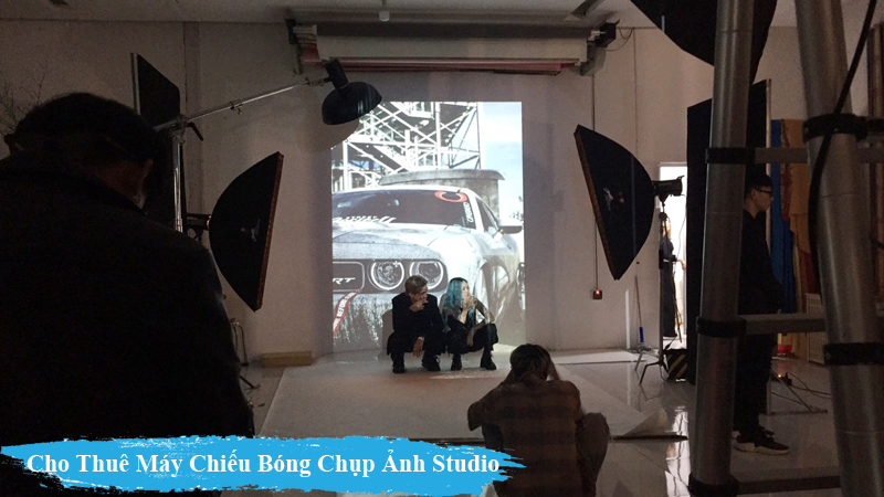 Thue May Chieu Bong chup anh trong Studio